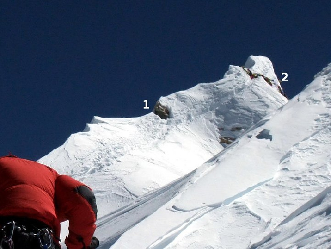 Манаслу. 1 - точка до которой поднялись большинство альпинистов. 2 - высшая точка Манаслу
