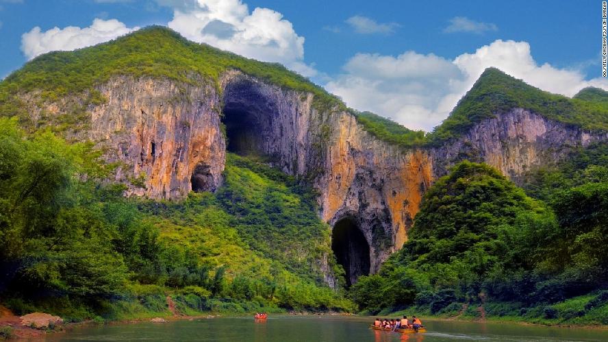 Скалы долины Гету, на сводах пещер которых скалолазы проложили свои маршруты.