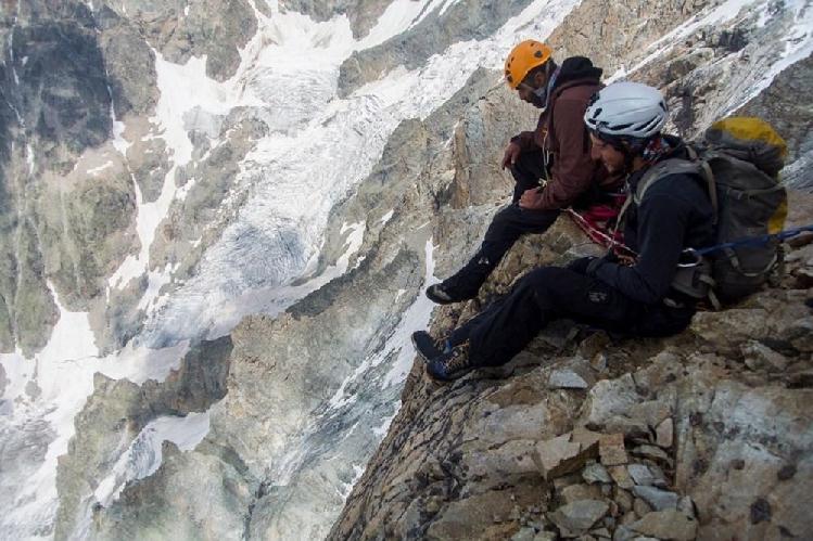 Альпинизм. Короткий отдых на уступе. Фото из личного архива Бекара Паджишвили
