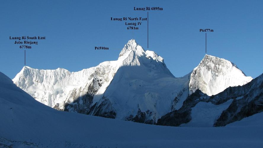 Горный массив Лунаг-Ри в Непале