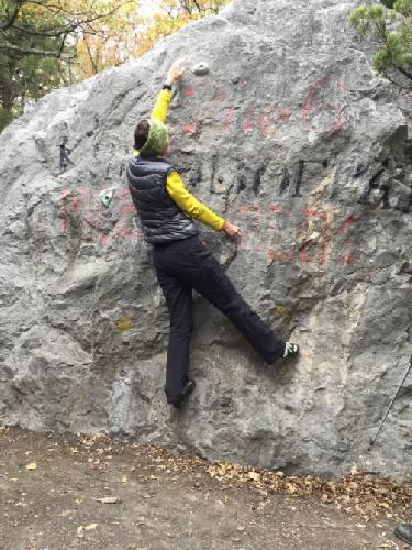 Фото 7. Поддержка равновесия (открытая) упором правою ногой в скалу.
