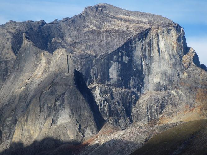 Непройденная стена горы Занаду (Xanadu). По высоте эта стена 500-750 метров