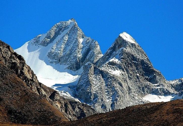 С-З стена Holy Worde Kangge (5996m).