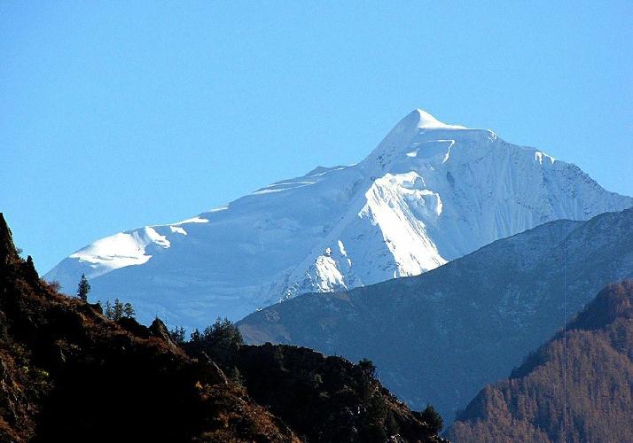 Безымянный пик высотой 6000 метров. Северо - западная стена. массив Bobonung