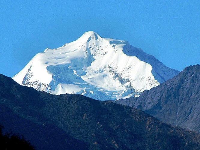 Безымянный пик высотой 6000 метров на Юго-Востоке от Chipula, Северо-восточная стена массива Bobonung