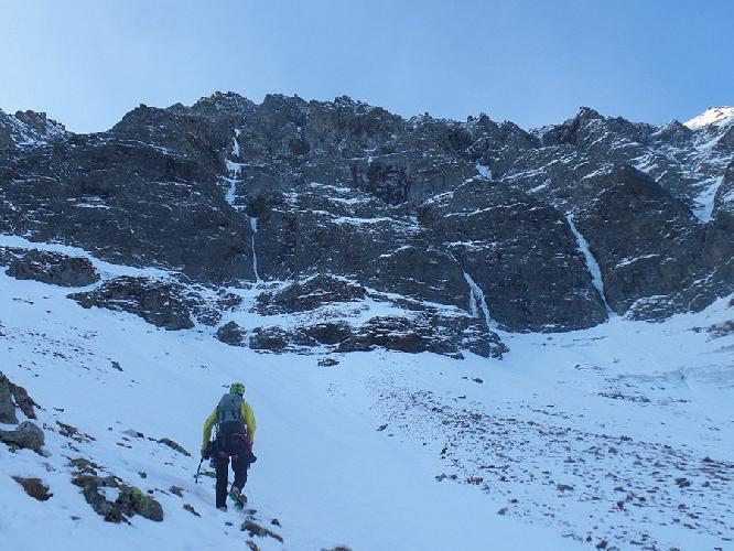 """первопроход маршрута """"Mehr denn je Hintersee"""" (800 метров, М7+ WI6+ 08/12/2016), по северо-восточной стене Hochbirghöhe (2767m), высокий Тауэрн, Австрия."""
