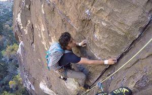 Ситуация на скалах: когда тебя обгоняет фри-соло скалолаз
