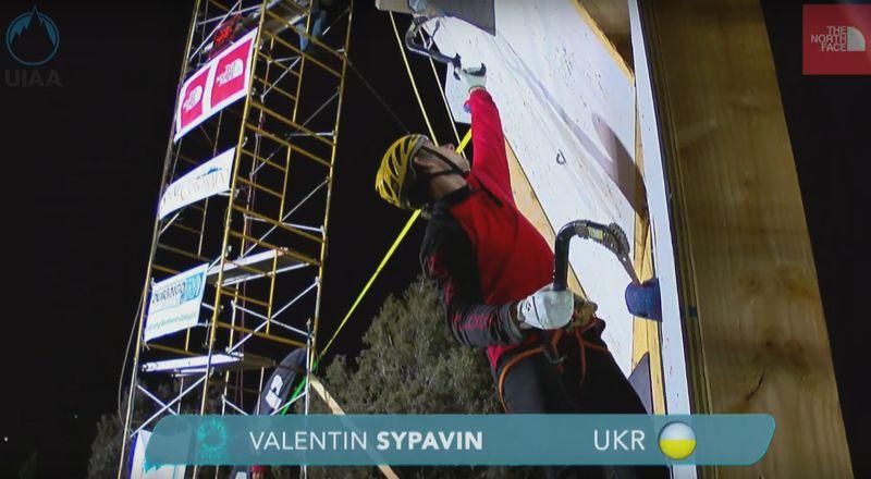 Валентин Сипавин на этапе Кубка мира по ледолазанию 2017 в Дуранго