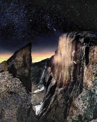 Longs Peak, россыпь бриллиантов - звезд и огни Денвера. Полночь озаряют огни ночного города Денвер,  как ложная заря. Photo: Jeff Long.