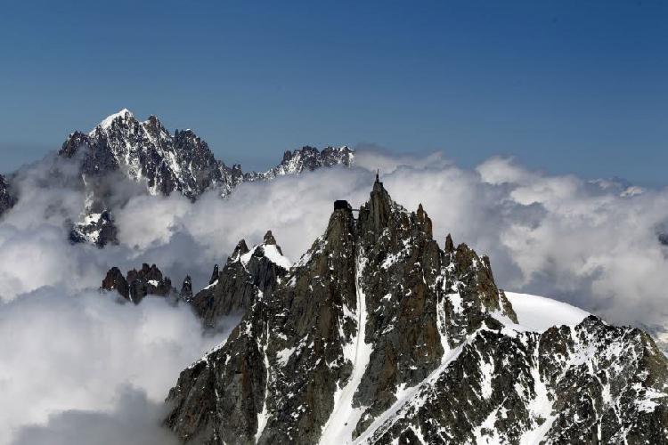 пик Эгюий дю Миди (Aiguille du midi , 3842 м)