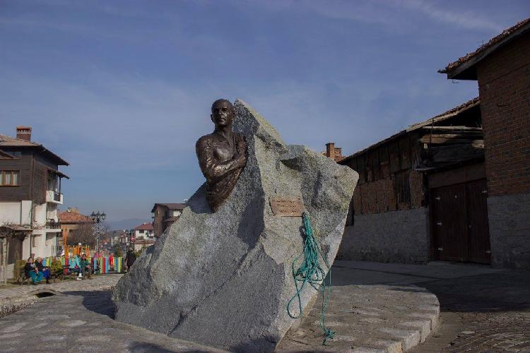 Теперь в Банско есть памятник альпинисту