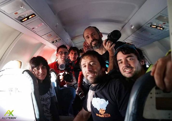 Команда Алекса Тикона на пути в Гималаи