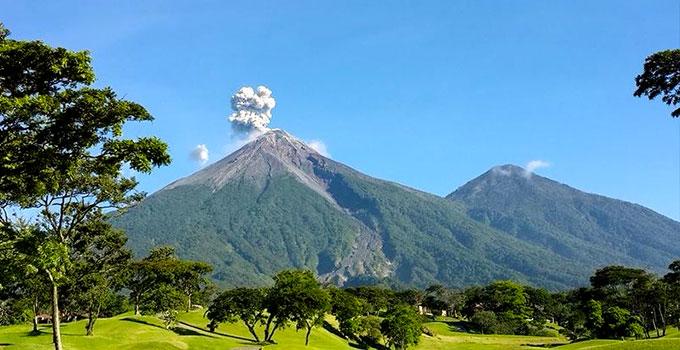 вулкан Акатенанго