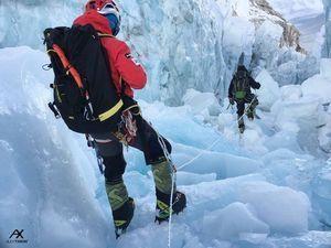 На Эверест зимой: новости из базового лагеря от команды Алекса Тикона за 10 января
