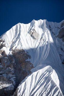 Попытка первовосхождения на высочайшую непокоренную гору Непала: Лунаг Ри закончилась в 200 метрах от вершины
