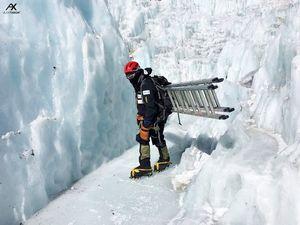 На Эверест зимой: команда Алекса Тикона в первом высотном лагере