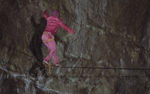 Хайлайн в пещере на глубине 500 метров