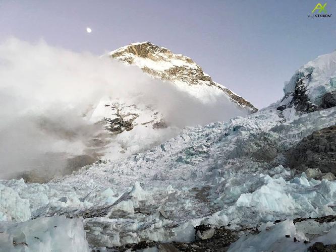 зимний Эверест. Фото Алекса Тикона, январь 2017