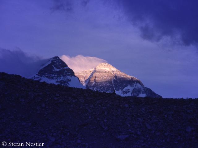 Северная сторона Эвереста на закате