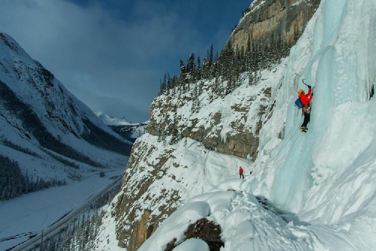 Ледолазание на стене Weeping Wall в Канадских Скалистых горах