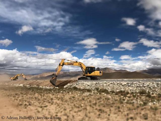 Строительство дороги к базовому лагерю восьмитысячника Чо-Ойю