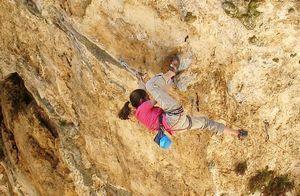 Впервые в скалолазании: 15-и летняя итальянка Лаура Рогора открывает собственный маршрут сложности 8c+/9a!