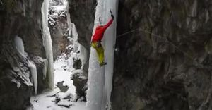 Альпинист чудом уцелел, сорвавшись с замерзшего водопада