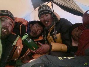 На Эверест зимой: Команда Алекса Тикона дошла до отметки 7800 метров