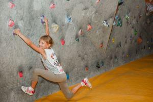 Скалолазание в играх для детей и взрослых
