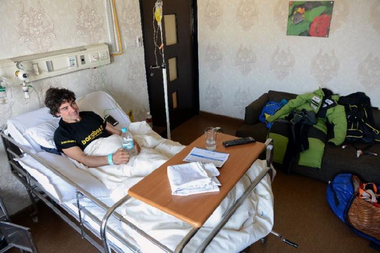 Карлос Рубио (Carlos Rubio) в больнице в Катманду