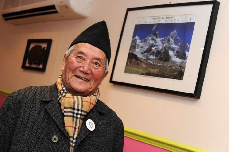 85 летний Мин Бахадур Шерхан (Min Bahadur Sherchan)