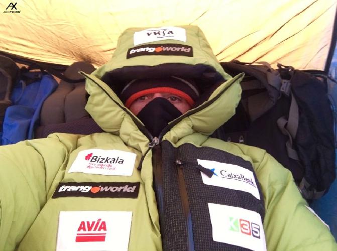 Алекс Тикон (Alex Txikon) во втором высотном лагере на Эвересте. январь 2017