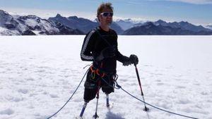 Альпинист с ампутированными ногами стал первым лауреатом премии имени Генри Уорсли…