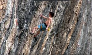 Адам Ондра на новом проекте сложности 9b/+ на скалах испанской Олианы. Первое видео!