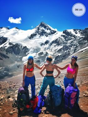 Украинские девушки поднялись на высочайшую вершину Южной Америки - гору Аконкагуа