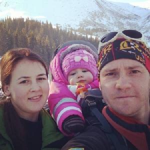Годовалая девочка из Черкасс покорила зимнюю Говерлу вместе с родителями