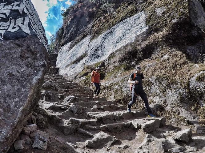 Эрве Бармассе (Hervé Barmasse), Дэвид Геттлер (David Göttler), Ули Штек (Ueli Steck) в долине Кхумбу, февраль 2017