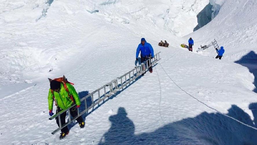 Команда Алекса Тикона на Эвересте