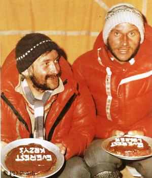 Кшиштоф Велицкий: (Krzysztof Wielicki) и Лежек Чичи (Leszek Cichy) в 1980 году после успешного зимнего восхождения на Эверест