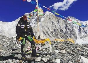 Зимой на Эверест: во время спуска в базовый лагерь от камнепада пострадал шерпа. Следующий штурм намечен на будущей неделе