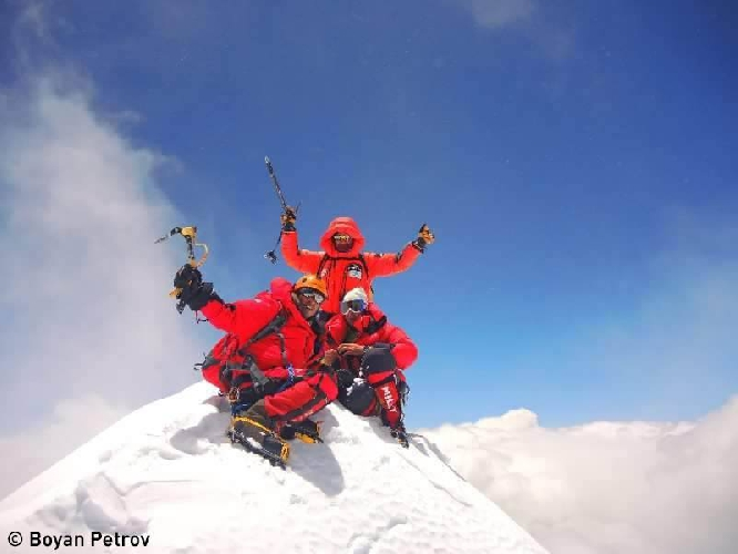 Ферран Латторе, Арджун Ваджпай (Arjun Vajpai) и Ханц Венцль (Hanz Wenzl) на вершине Макалу