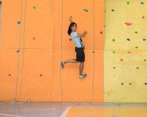 Альпинистка из Донецка открыла в Одессе скалолазный стенд