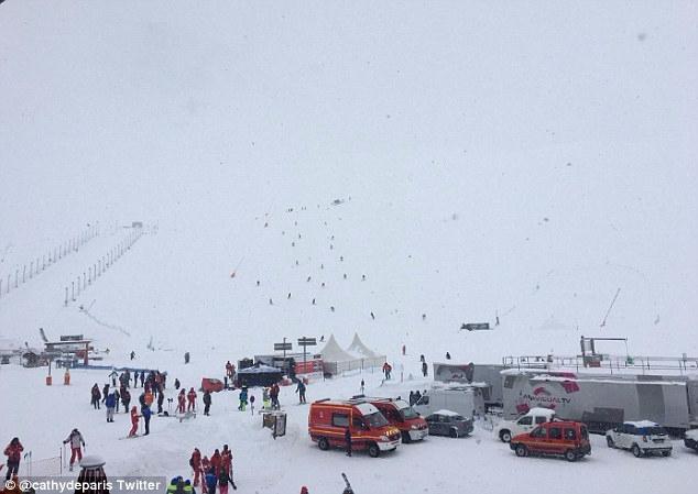 на французском горнолыжном курорте региона Тинь прямо на трассу сошла снежная лавина