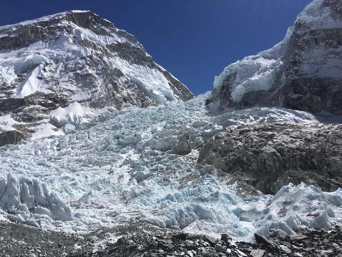Вид на Эверест и ледопад Кхумбу. 25 февраля 2017 года