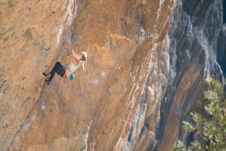Марго Хайес (Margo Hayes) на маршруте La Rambla сложности 9а+
