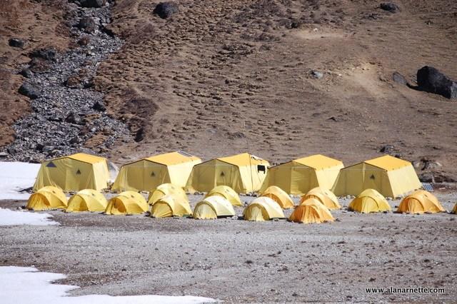 Базовый лагерь экспедиции Рассела Брайса Himalayan Experience у Эвереста