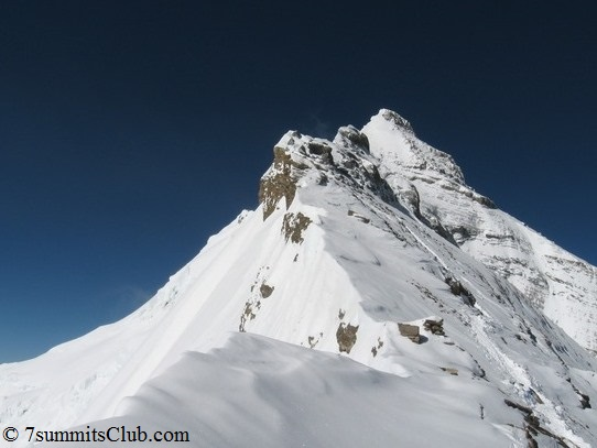 Вершина Эвереста, как ее видно с Северо-Восточной стороны горы
