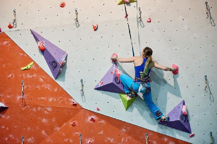 Евгения Казбекова на соревнованиях Murall Challenge 2017.