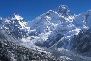 Первая группа альпинистов в сезоне 2017 года вышла сегодня к базовому лагерю Эвереста