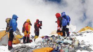 На Эвересте проведут масштабную уборку мусора